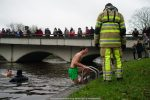 NieuwsjaarsduikParijse brug 180101-036