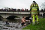 NieuwsjaarsduikParijse brug 180101-037
