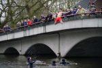 NieuwsjaarsduikParijse brug 180101-080