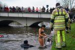 NieuwsjaarsduikParijse brug 180101-091