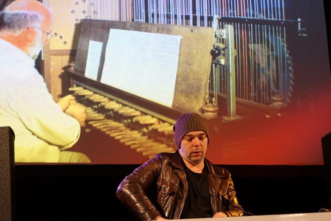 DJ Martin Damen Met Carillon